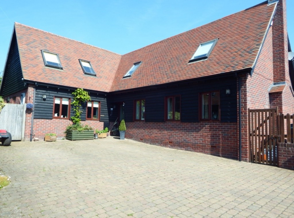 Large 3 Bed roomed Detached in Caddington