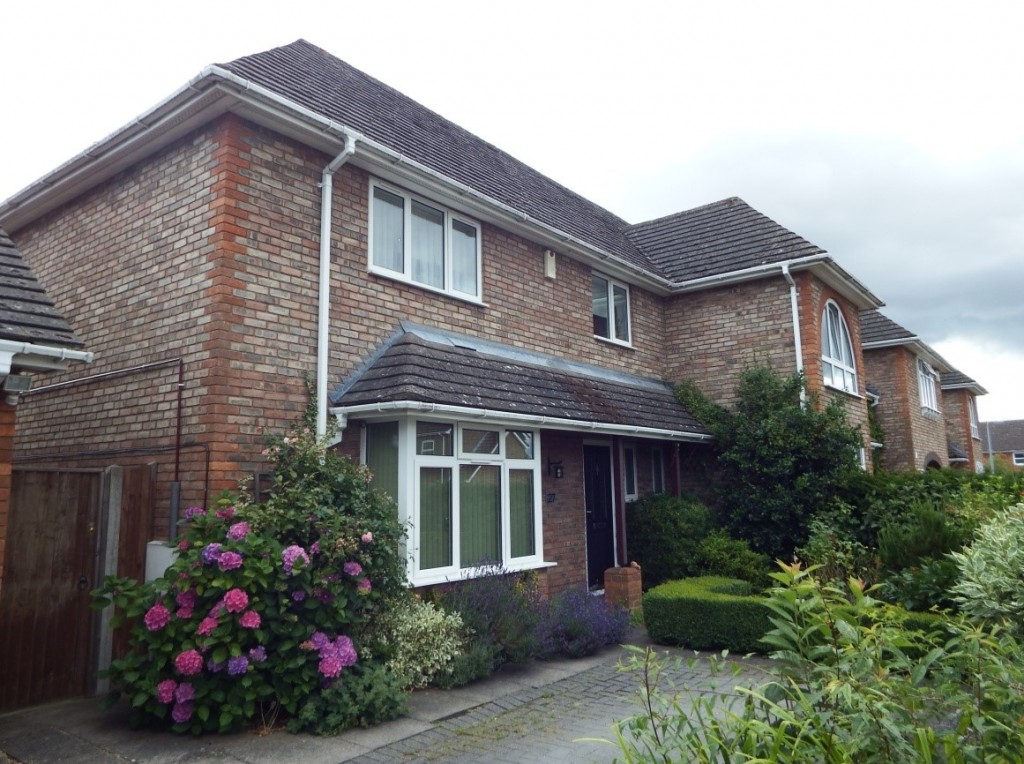 3 bedroom end of terrace house