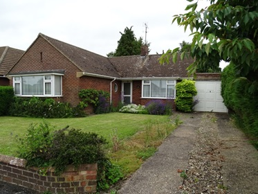 6 - 2 Bedroomed Detached Bungalow in Eaton Bray