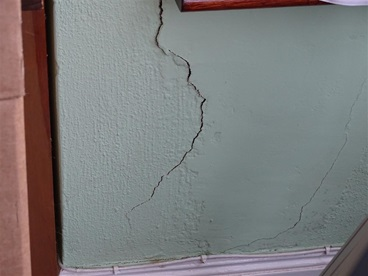 bay window cracking