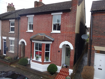 End of Terrace 4 bed roomed property in St Albans.