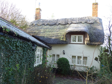 2 Bedroomed Thatched Cottage in Great Horwood Bucks.